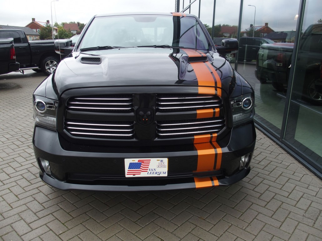 dodge ram 1500 pickup night edition autobedrijf van leersum. Black Bedroom Furniture Sets. Home Design Ideas